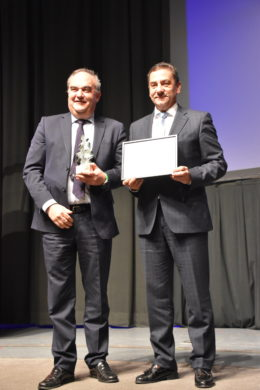 The award was presented to Andrés Hernando (Hiperbaric) by Benteler south Europe Vice-President Ricardo García